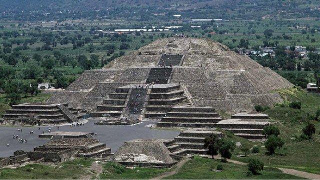 Kim tự tháp Mặt trăng, Mexico