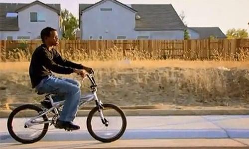 Cậu bé khiếm thị vẫn đạp xe bình thường nhờ khả năng định vị bằng tiếng vang.