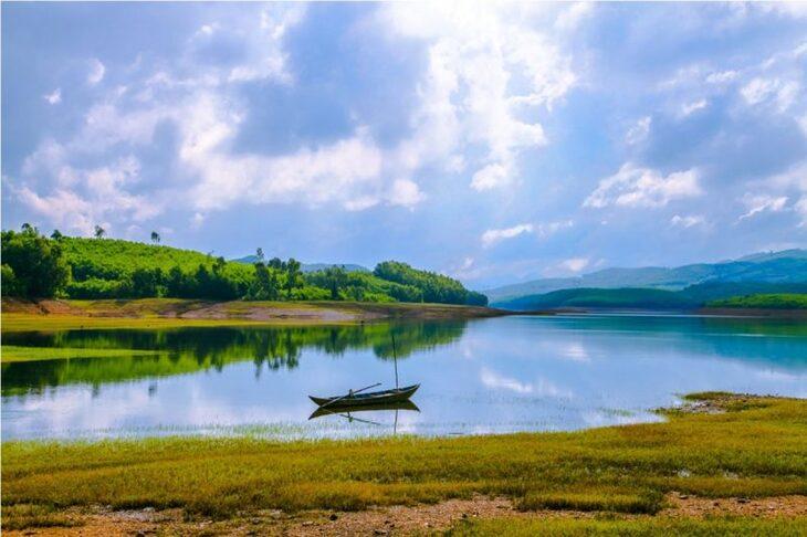 Khu di tích danh thắng quốc da Hồ Phú Ninh