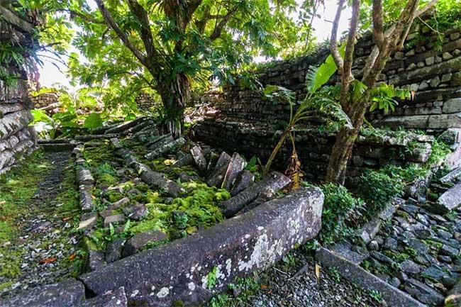 Hầu hết người Pohnpeia vẫn tin rằng thành phố cổ đại chính là kết quả của phép thuật nhiệm màu
