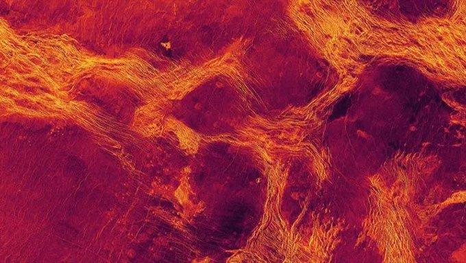Ảnh chụp màu sai một vùng đất thấp rộng 1.100 km trên sao Kim