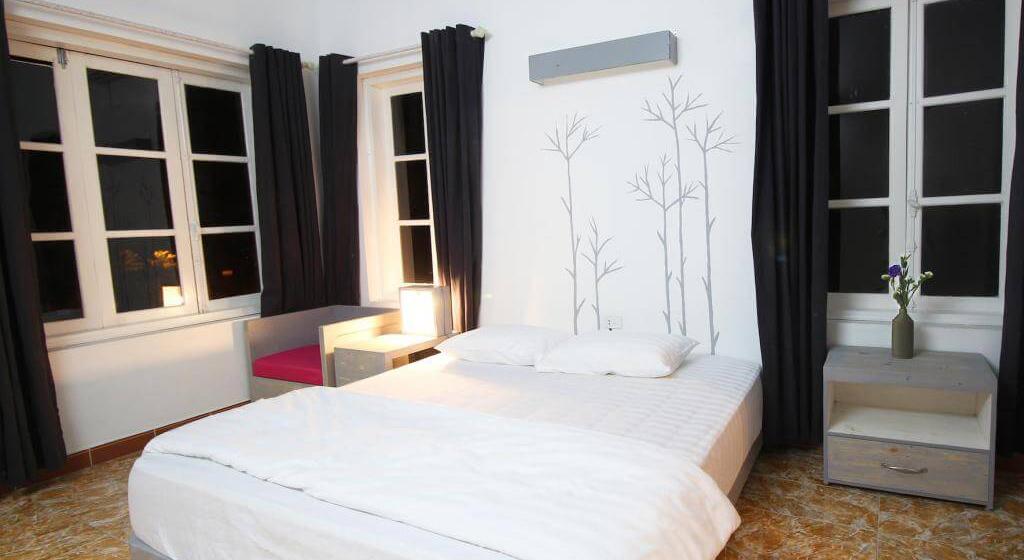 Phòng ngủ được thiết kế tinh tế, trang nhã